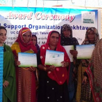 How well represented are women in Pakistan's rural volunteer organisations?